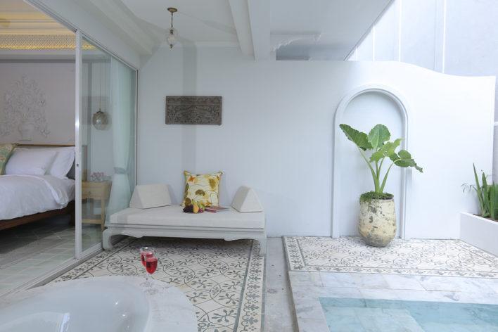 corner-pool-suite-2