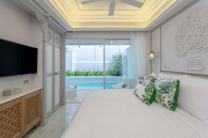 jacuzzi-pool-suite-1