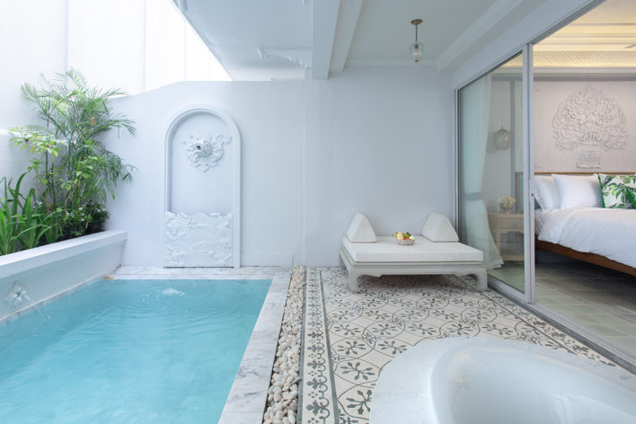 jacuzzi-pool-suite-2